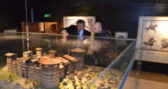 Başkan Saraoğlu, Gediz Gençlik ve Kültür Merkezi'ni tanıttı