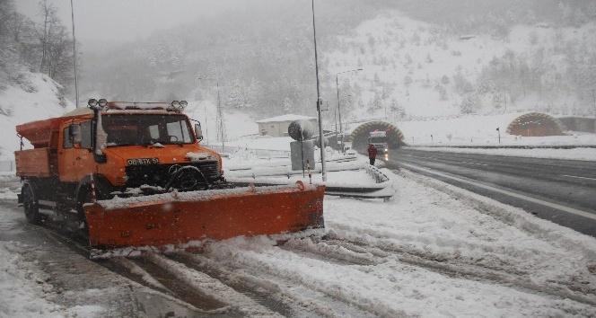 Karla mücadelede 24 saat mesai