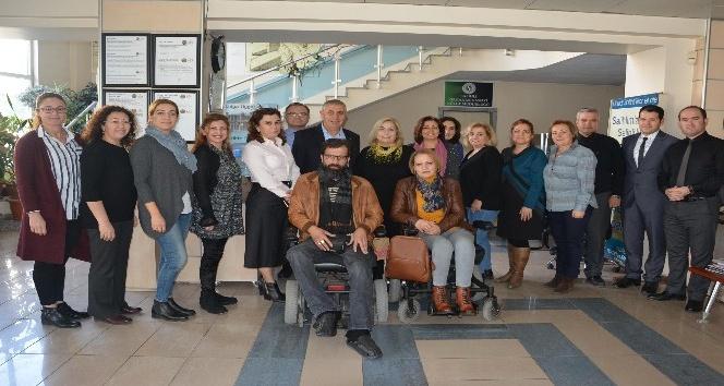 Kadınlar Birliği, engellilerin yanında