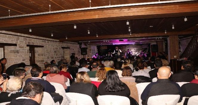 Kuşadası'nda kemane konseri