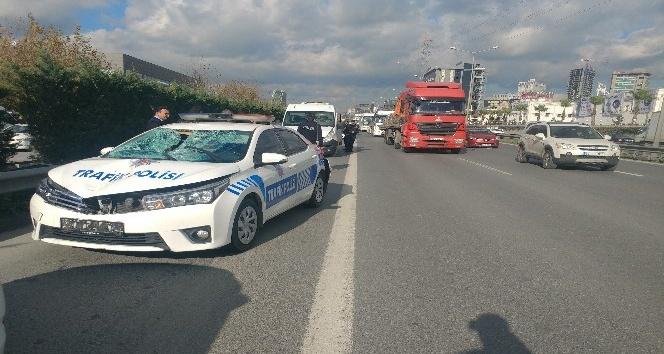 (ÖZEL) Basın ekspres yolunda trafik polisi, yolun karşısına geçen Suriyeliye çarptı