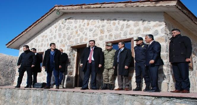 Vali Nurullah Naci Kalkancı Tut ilçesinde incelemelerde bulundu