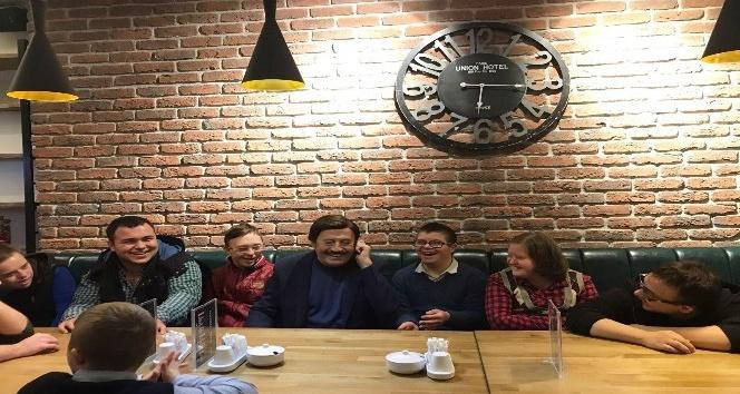 Ünlü sanatçı Selami Şahin Down Kafe'yi Ziyaret etti