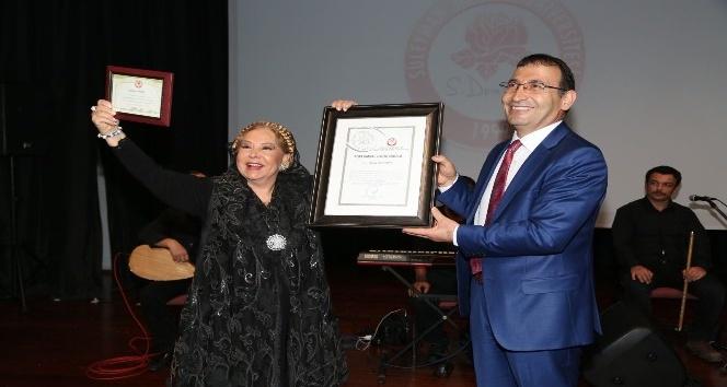 Bedia Akartürk'e SDÜ'den 'Toplumsal Katkı' ödülü