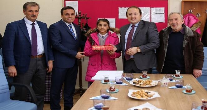 """Vali Ali Hamza Pehlivan """"Bir Hayalim Var"""" projesi hediye dağıtım etkinliğine katıldı"""