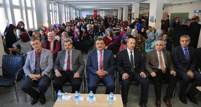 Öğrencilerle bir araya gelen Başkan Gürkan:
