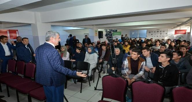 Başkan Polat öğrencilerle bir araya geldi