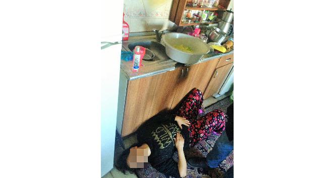 Yemek yapan eşini mutfakta bıçaklayıp kendini ihbar etti