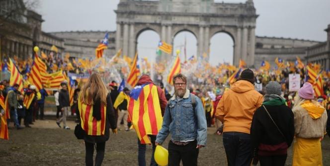 Katalanlardan Brüksel'de 45 bin kişilik gövde gösterisi