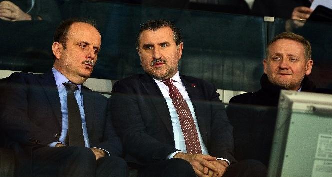 Bakan Osman Aşkın Bak'tan Başakşehir'e destek