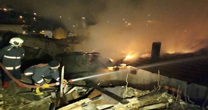 Başkent'te gecekondu mahallesinde yangın paniği