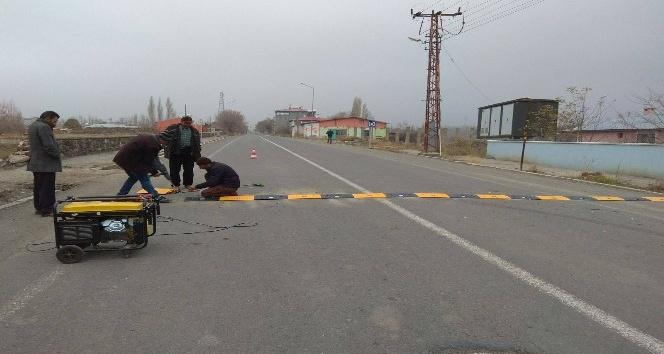 Belediye yollara hız kesici yerleştirdi
