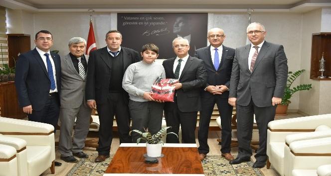 Salihlili öğrenci Türkiye üçüncüsü oldu