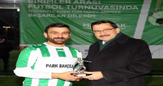 Park ve Bahçeler, şampiyonluk kupasını Başkan Ak'tan aldı