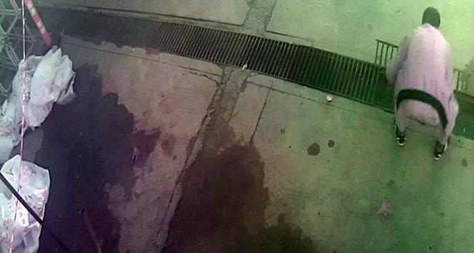 Evinin önü çamur oluyor diye mazgal çaldı