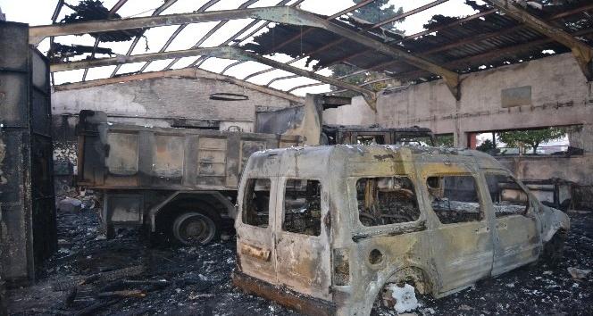 Karayolları şefliğindeki yangın söndürüldü