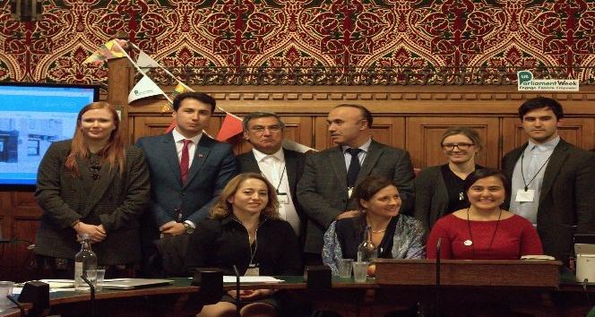 Türk akademisyen, İngiltere Parlamentosunda mülteci krizini anlattı