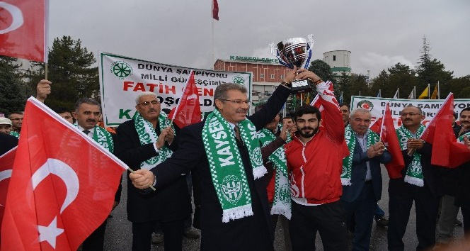 Kayseri Şeker güreşçisi Fatih Cengiz dünyada ilk 5 arasına girdi