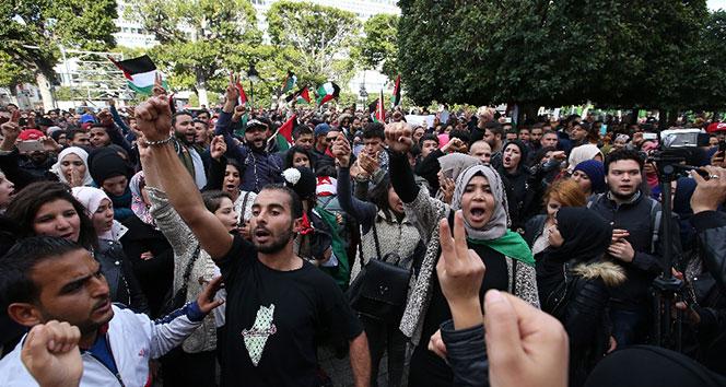 Tunusta binlerce kişi Kudüs için ayakta