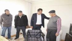 Sungurlu Belediyesi tekerlekli sandalye hediye etti