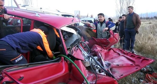 Erzincanda trafik kazası: 2 ölü, 4 yaralı