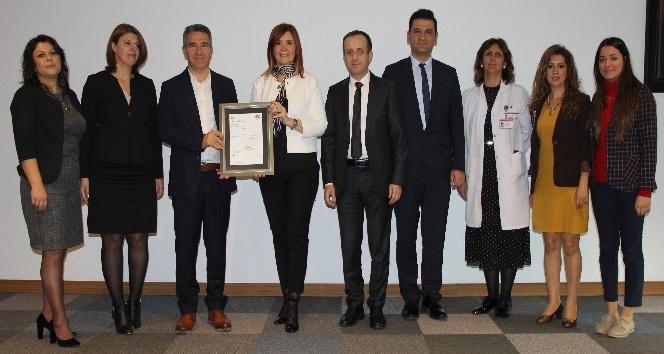 Medical Park İzmir BSI Belgesini aldı
