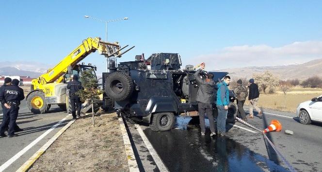 Devrilen zırhlı polis aracındaki 2 polis yaralandı