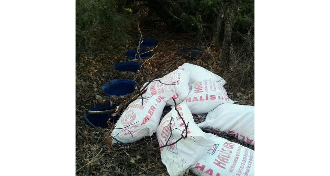 Bingölde bidonlarla gömülü yaşam malzemesi ele geçirildi