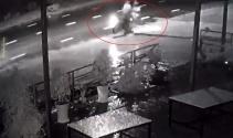 Motosiklet aydınlatma direğine çarptı