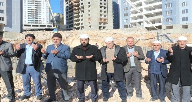 Mardinde cami temeli dualarla atıldı