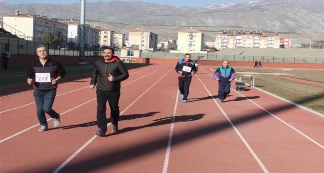 Erzincanda Masterler ve Veteranlar Atletizm Yarışmaları Yapıldı