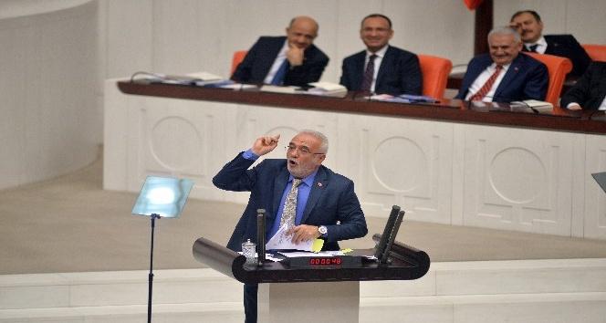AK Parti Grup Başkan Vekili Elitaş kürsüde CHPnin dağıttığı belgeleri yırttı
