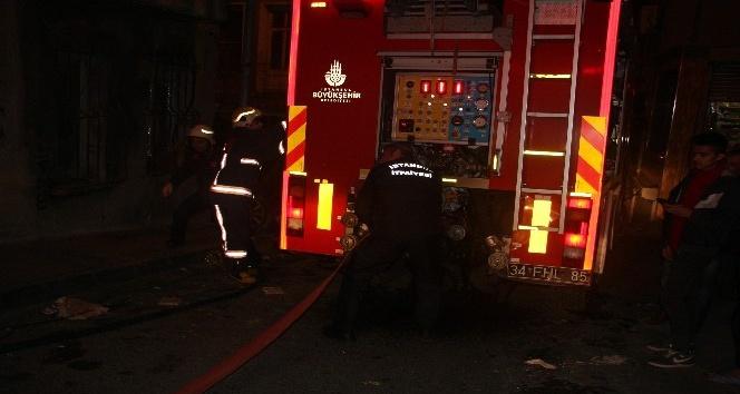 Beyoğlunda ofiste çıkan yangında 1 kişi mahsur kaldı