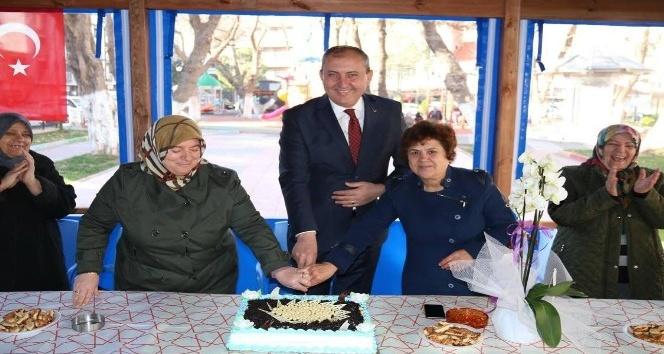 Mahalleli kadınlardan Başkan Işıka pastalı teşekkür