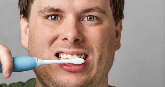 Diş eti kanaması neden olur? Diş eti kanaması nasıl geçer?