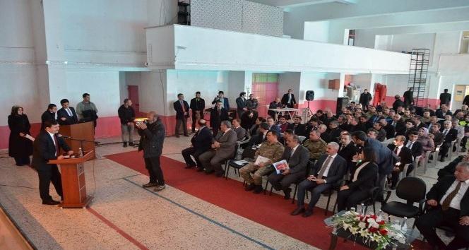 Vali Arslantaş, Erzincanın Kemah ve Refahiye ilçelerindeki muhtarlar ile bir araya geldi
