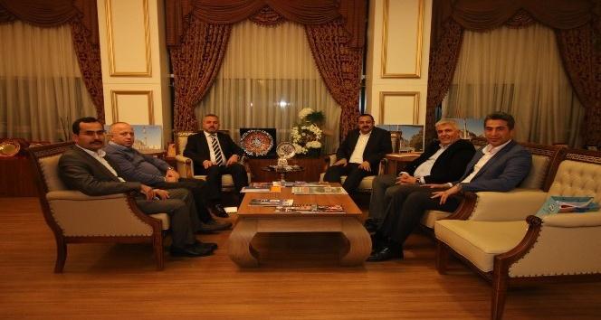 Antalyada AK Partili ilçe belediyelerine ziyaret