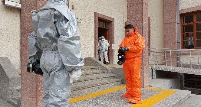 Kimyasal saldırıya uğradım deyince karantinaya alındı