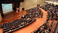 Başkan Eroğlu üniversitelilerle buluştu