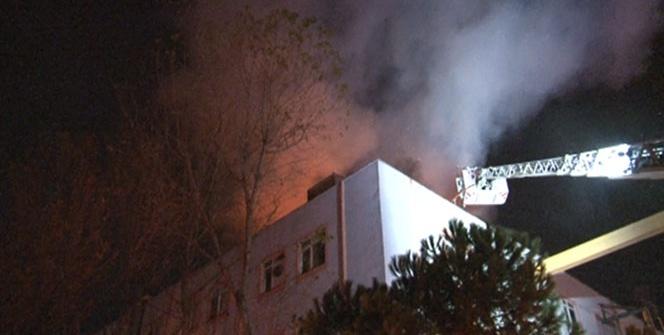 Mobilya fabrikasının çatısı alev alev yandı