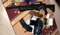 İstanbul ve İzmir'de 8 DHKP-C'li silahları ile birlikte yakalandı