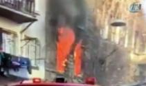 Beyoğlunda 5 katlı ahşap binada yangın