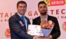 Yılın en iyi televizyon haberi ödülü İhlas Haber Ajansı Muhabiri Adem Akalan'ın oldu