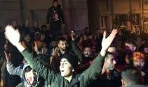 Galatasaray taraftarından havaalanı ve Floryada protesto