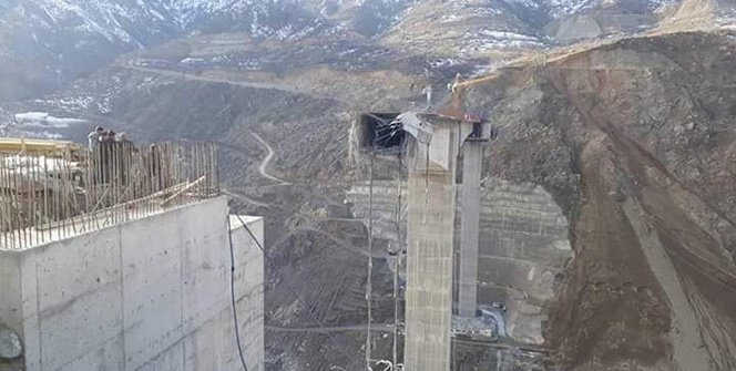Türkiye'nin en büyük 'Konsol Viyadüklü Asma Köprüsü' çöktü