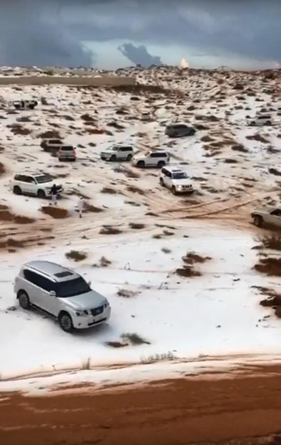 Çöle kar yağdı