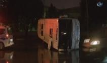 İkitellide minibüs yan yattı: 3 yaralı