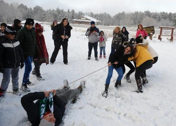 Uludağ'da kar üstünde nefes kesen yarışma