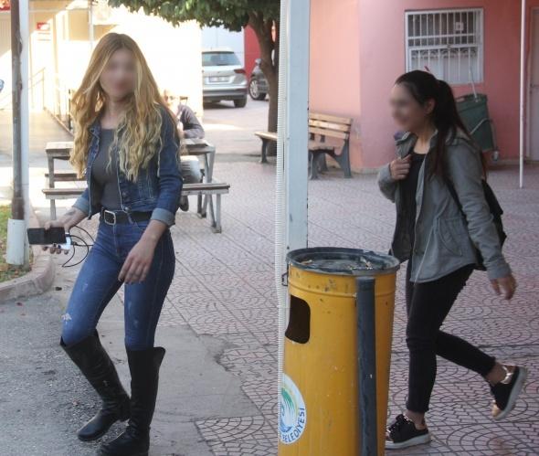 Liseli kızlar cezaevine ziyarete gitmeyen arkadaşlarını darp etti
