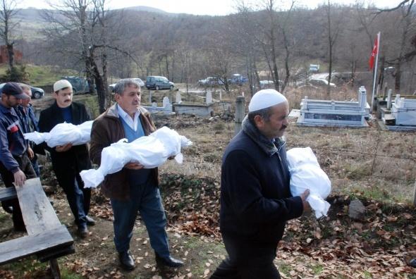 Yangında ölen 3 çocuk toprağa verildi